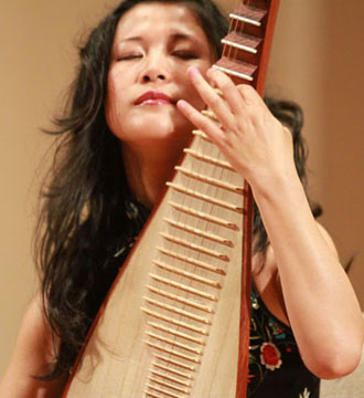 Picture of Chinese Pipa Virtuoso Shenshen Zhang