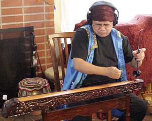 Photo of Bui Huu Nhut Recording A.F.A.R.